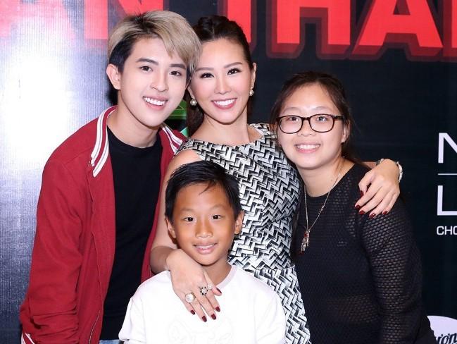 Con gái sinh năm 2000 của Hoa hậu Thu Hoài: Ở Việt Nam thì mũm mĩm, sang Mỹ lại lột xác bất ngờ! - Ảnh 1.