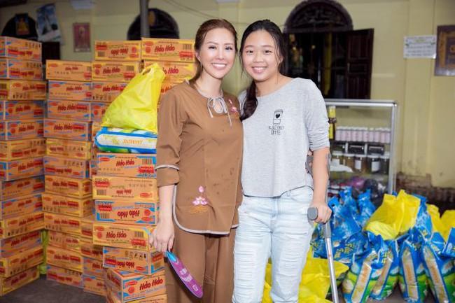 Con gái sinh năm 2000 của Hoa hậu Thu Hoài: Ở Việt Nam thì mũm mĩm, sang Mỹ lại lột xác bất ngờ! - Ảnh 3.