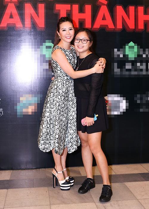Con gái sinh năm 2000 của Hoa hậu Thu Hoài: Ở Việt Nam thì mũm mĩm, sang Mỹ lại lột xác bất ngờ! - Ảnh 2.