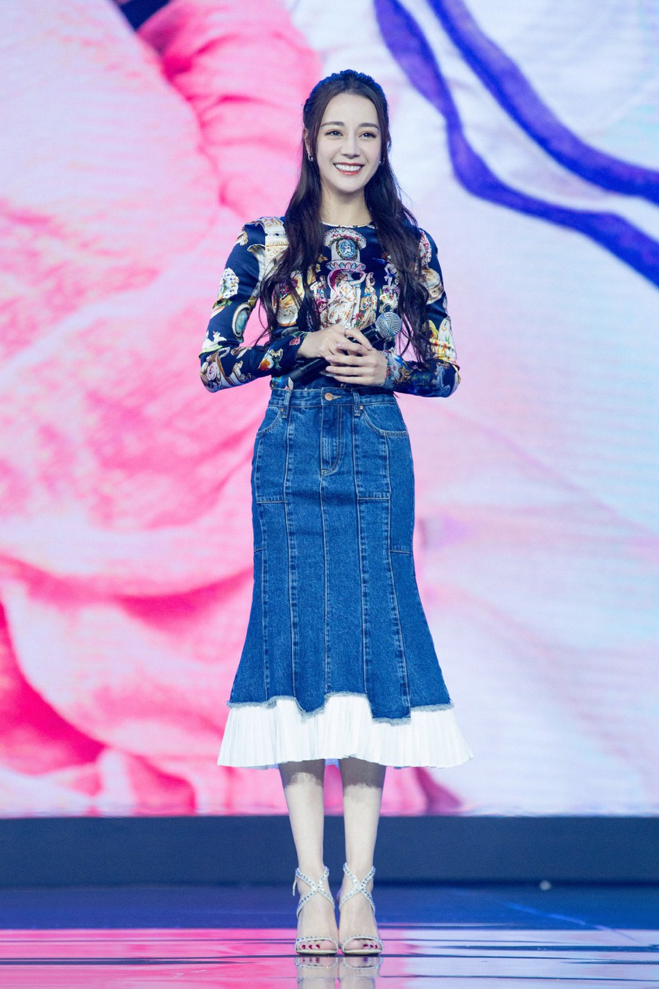 Hâu nghi vấn mua giải Thị hậu, Địch Lệ Nhiệt Ba khoe góc nghiêng thần thánh cùng sắc vóc đỉnh cao tại sự kiện - Ảnh 5.