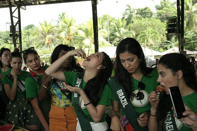Miss Earth: Candidates degraded, organized pool, scandal - Photo 22.