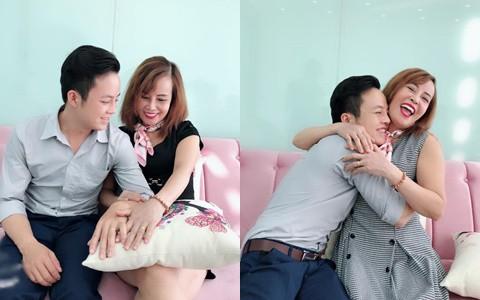 Kỷ niệm hai tháng đám cưới, cô dâu 62 tuổi chia sẻ tâm sự dài dành cho chồng trẻ: Yêu anh, xin lỗi vì em đã là mối tình đầu của anh... - Ảnh 4.