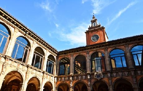 Choáng ngợp với kiến trúc nguy nga tráng lệ như cung điện Hoàng gia của ngôi trường lâu đời nhất Châu Âu - Ảnh 4.