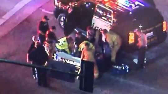 Vụ xả súng kinh hoàng tại California: Ít nhất 12 người đã thiệt mạng, trong đó có một trung sĩ cảnh sát - Ảnh 3.