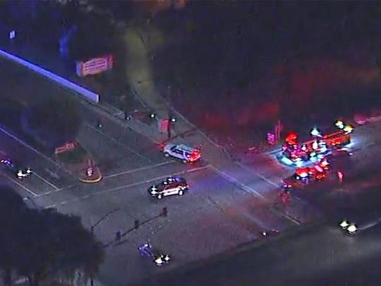Vụ xả súng kinh hoàng tại California: Ít nhất 12 người đã thiệt mạng, trong đó có một trung sĩ cảnh sát - Ảnh 5.