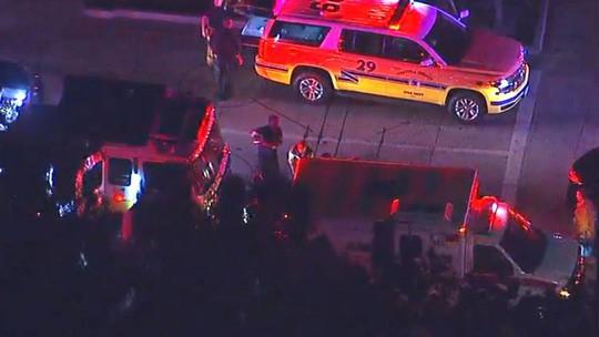 Vụ xả súng kinh hoàng tại California: Ít nhất 12 người đã thiệt mạng, trong đó có một trung sĩ cảnh sát - Ảnh 1.