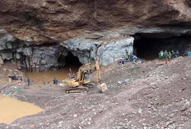 """Sập hầm vàng trái phép ở Hòa Bình: """"Mong tìm được thi thể chứ nằm dưới bùn lạnh lẽo lắm"""" - Ảnh 1."""