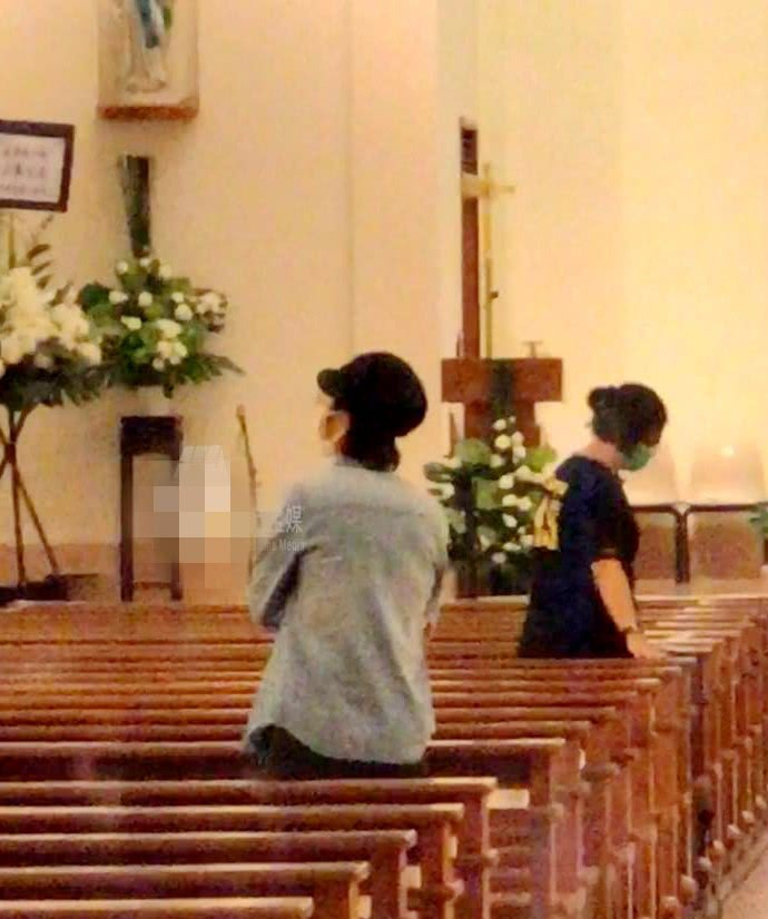 Lễ tưởng niệm Lam Khiết Anh: Trương Vệ Kiện buồn bã, chị gái lặng người trước di ảnh xinh đẹp của nữ diễn viên - Ảnh 15.