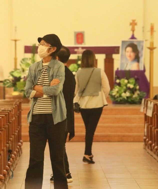 Lễ tưởng niệm Lam Khiết Anh: Trương Vệ Kiện buồn bã, chị gái lặng người trước di ảnh xinh đẹp của nữ diễn viên - Ảnh 16.