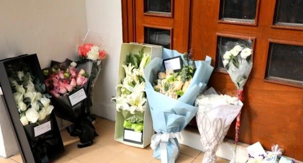 Lễ tưởng niệm Lam Khiết Anh: Trương Vệ Kiện buồn bã, chị gái lặng người trước di ảnh xinh đẹp của nữ diễn viên - Ảnh 24.