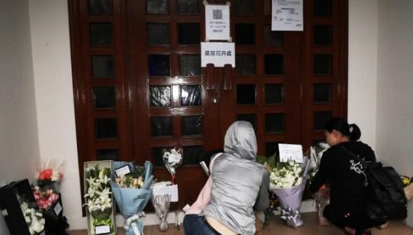 Lễ tưởng niệm Lam Khiết Anh: Trương Vệ Kiện buồn bã, chị gái lặng người trước di ảnh xinh đẹp của nữ diễn viên - Ảnh 25.