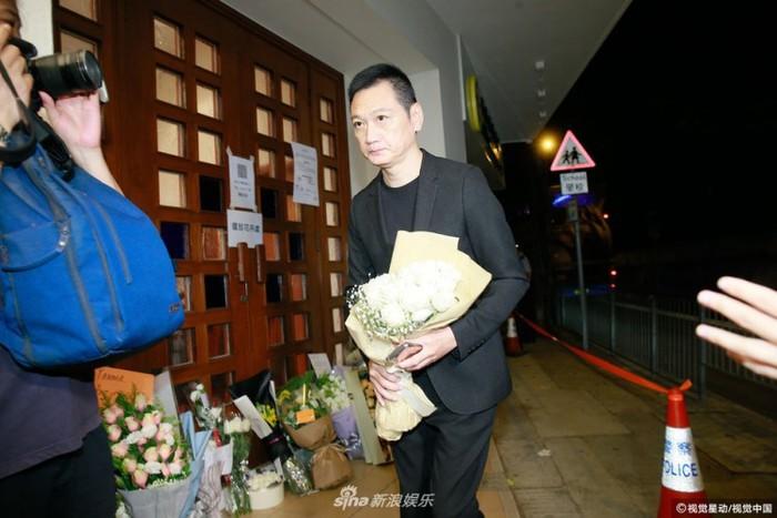 Lễ tưởng niệm Lam Khiết Anh: Trương Vệ Kiện buồn bã, chị gái lặng người trước di ảnh xinh đẹp của nữ diễn viên - Ảnh 7.