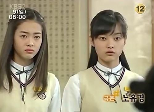 """Không chỉ từng lấn át""""Oh Yeon Seo, Go Ara còn từng """"dìm hàng"""" nhan sắc Lee Eun Sung cũng trong bộ phim """"Ngưỡng cửa cuộc đời"""". Bức hình cho thấy mỹ nhân họ Lee đã xinh đẹp ngay từ khi mới chân ướt chân ráo vào showbiz song cô vẫn không phải đối thủ nhan sắc của cựu gà SM"""