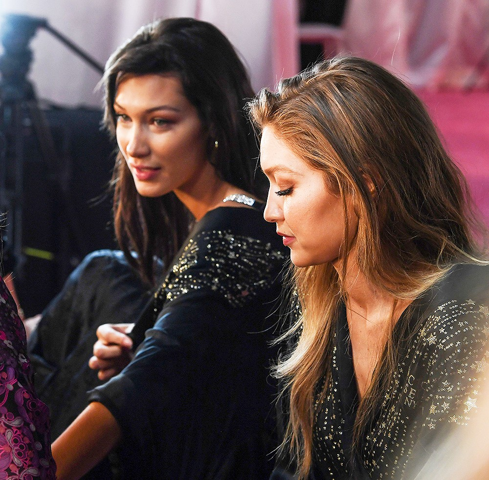 Victoria's Secret Show 2018: Not wearing a pink dress like every year, the model of the black dress is super seductive - Picture 12.