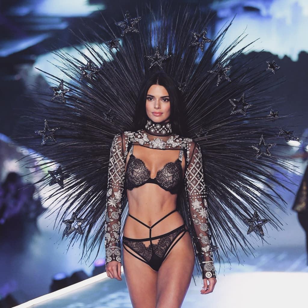 HOT: Những hình ảnh đầu tiên của Victorias Secret Fashion Show 2018 - Ảnh 1.