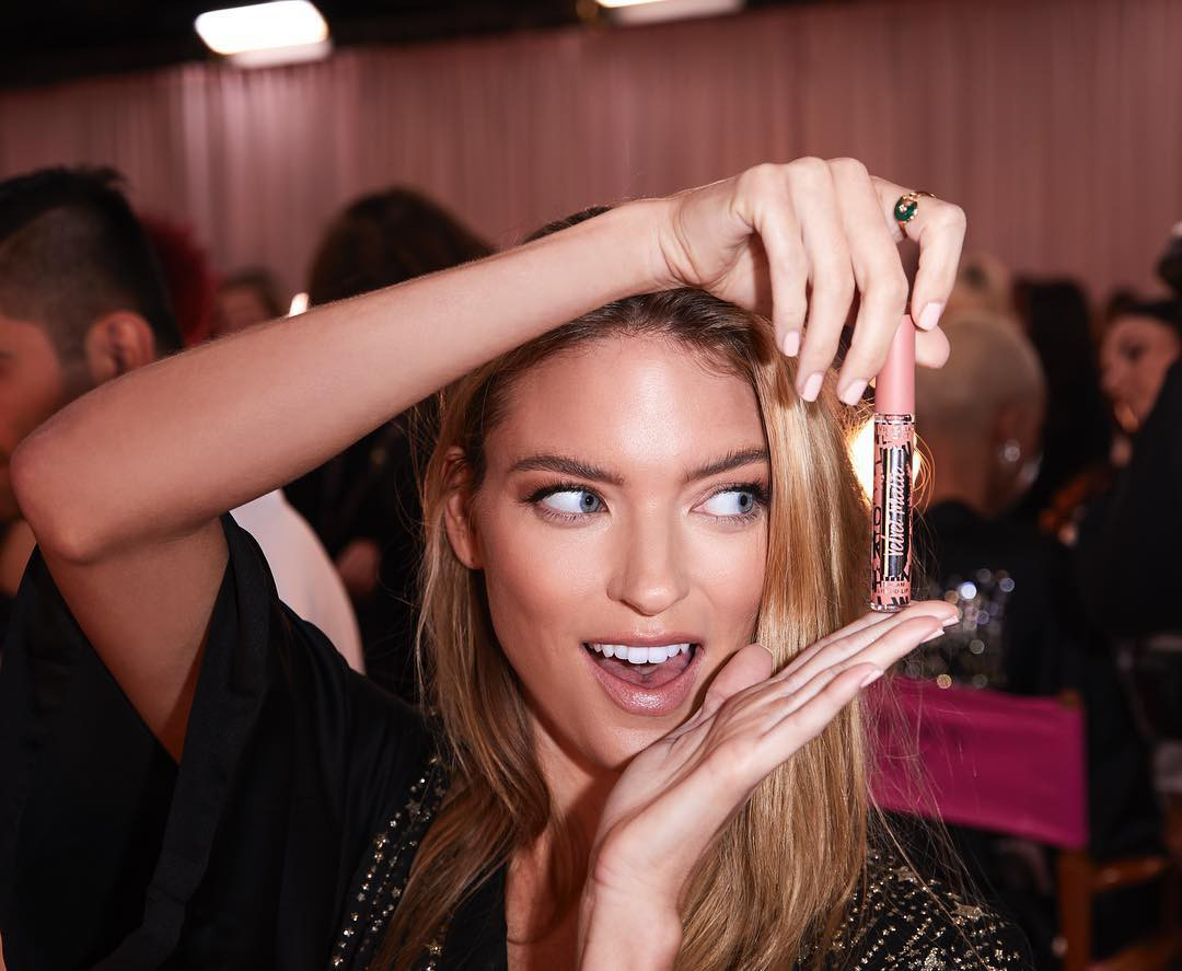 Để trang điểm đẹp như dàn thiên thần Victorias Secret, bạn sẽ cần bỏ ra 21 triệu đồng và dùng đến 4 loại son riêng biệt - Ảnh 10.