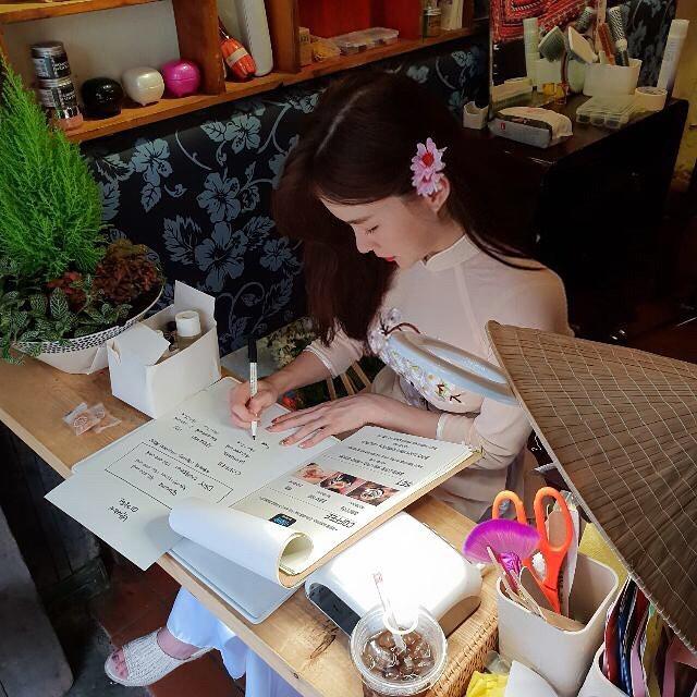 Thiên thần nội y Hàn Quốc Lee Ha Neul đang thăm thú Hội An, khoe ảnh mặc áo dài đội nón lá - Ảnh 3.