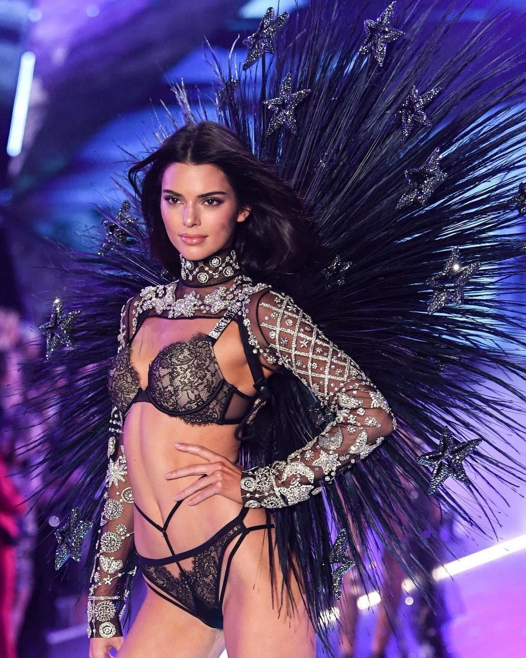 HOT: Chiêm ngưỡng những hình ảnh mãn nhãn của Victorias Secret Fashion Show 2018 - Ảnh 7.