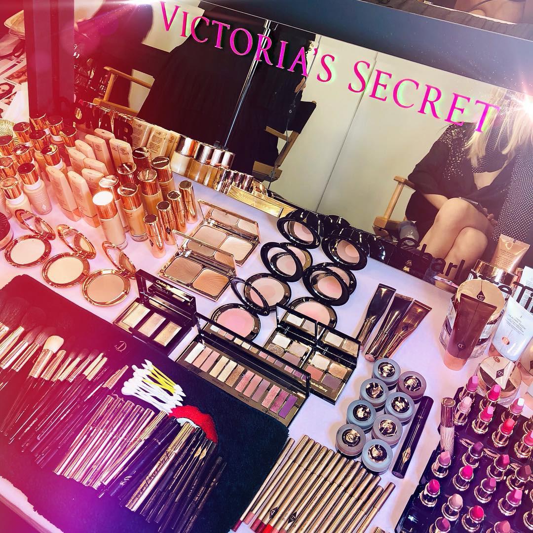 Để trang điểm đẹp như dàn thiên thần Victorias Secret, bạn cần bỏ ra 21 triệu đồng và dùng đến 4 loại son riêng biệt - Ảnh 7.