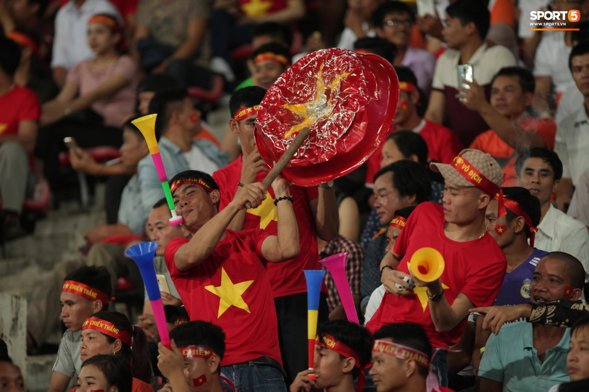 Đây mới là lý do khiến cầu thủ Lào chạnh lòng sau trận thua 0-3 trước Việt Nam ở AFF Cup 2018 - Ảnh 7.