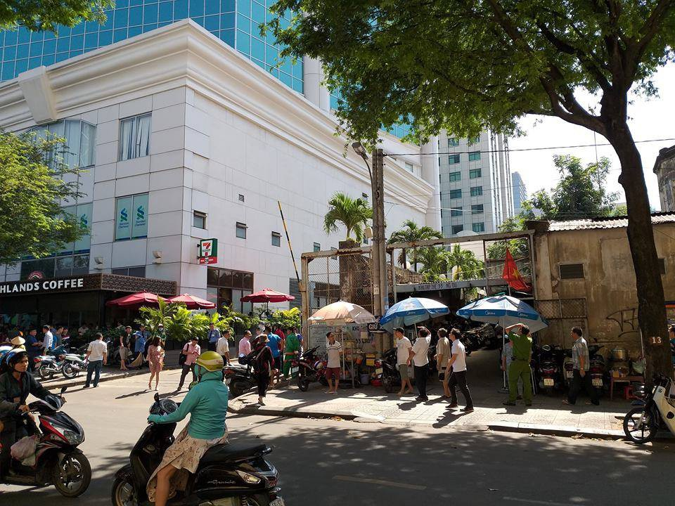 A man committed suicide at the Saigon Center in Saigon - Photo 2.