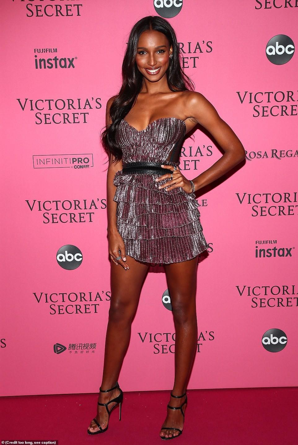 Thảm đỏ hậu show Victorias Secret: Dù không đẹp nhất, Bella Hadid vẫn nổi nhất dàn sao vì... lộ hết vòng 1 - Ảnh 14.