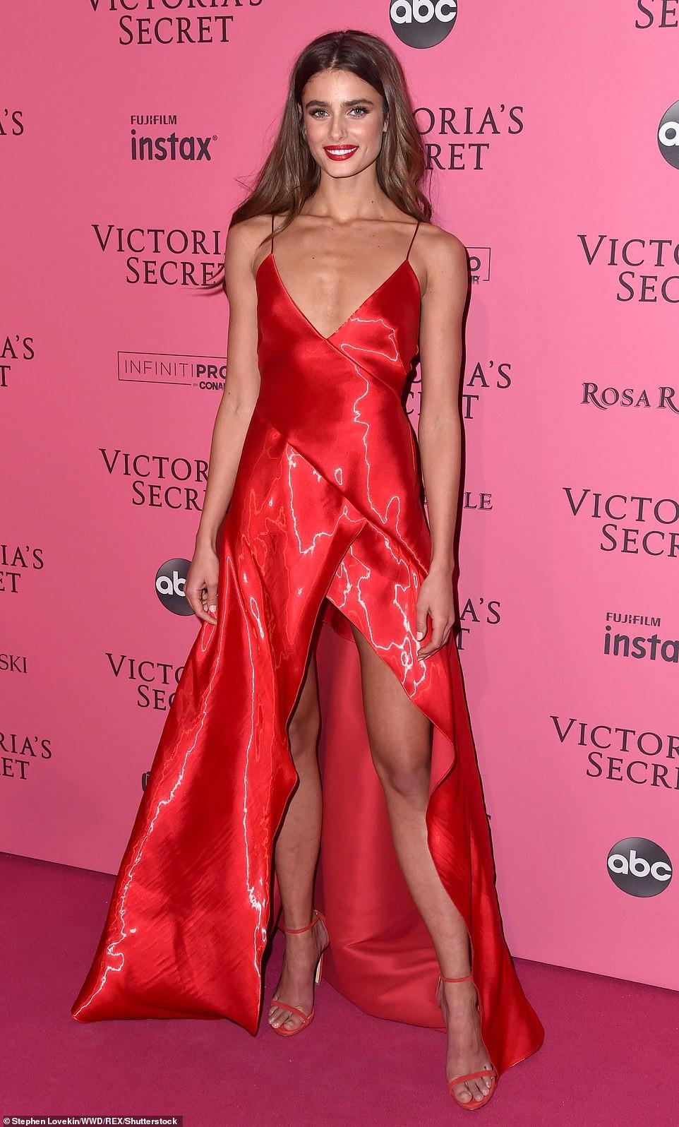 Thảm đỏ hậu show Victorias Secret: Dù không đẹp nhất, Bella Hadid vẫn nổi nhất dàn sao vì... lộ hết vòng 1 - Ảnh 7.