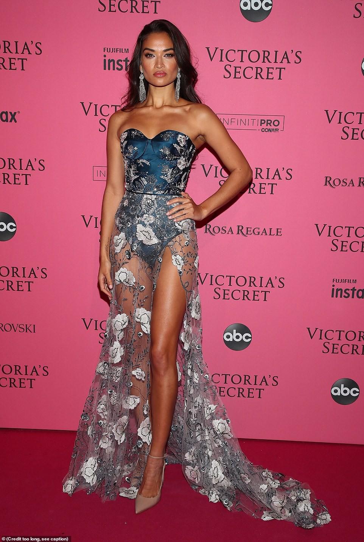 Thảm đỏ hậu show Victorias Secret: Dù không đẹp nhất, Bella Hadid vẫn nổi nhất dàn sao vì... lộ hết vòng 1 - Ảnh 13.