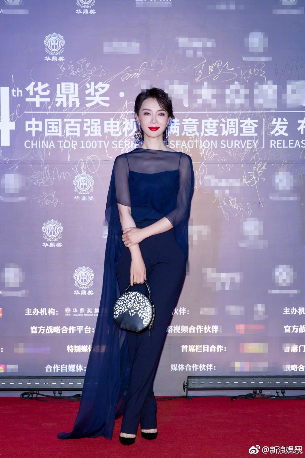 Thảm đỏ Hoa Đỉnh: Hoa hậu Hong Kong diện đầm xuyên thấu khoe body, Ngô Cẩn Ngôn bánh bèo với váy xẻ sâu - Ảnh 5.