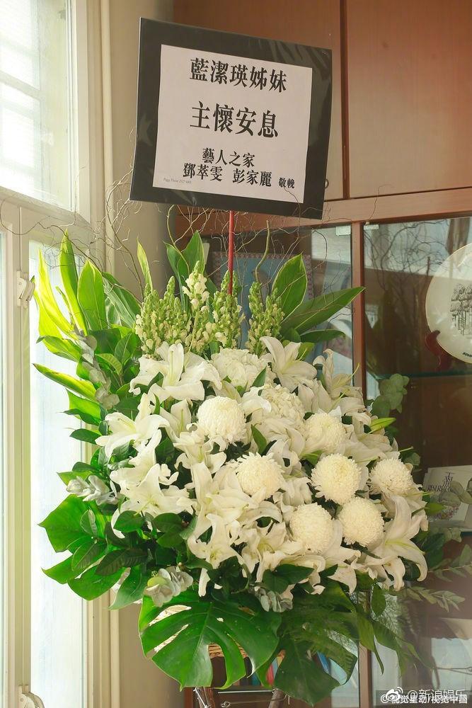 Lễ tưởng niệm Lam Khiết Anh: Trương Vệ Kiện buồn bã, chị gái lặng người trước di ảnh xinh đẹp của nữ diễn viên - Ảnh 19.