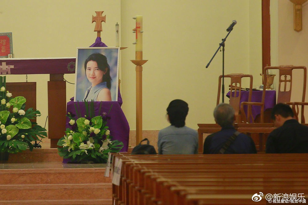 Lễ tưởng niệm Lam Khiết Anh: Trương Vệ Kiện buồn bã, chị gái lặng người trước di ảnh xinh đẹp của nữ diễn viên - Ảnh 17.