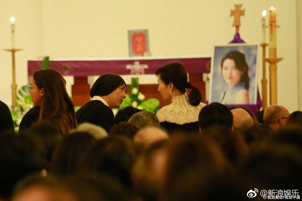 Lễ tưởng niệm Lam Khiết Anh: Trương Vệ Kiện buồn bã, chị gái lặng người trước di ảnh xinh đẹp của nữ diễn viên - Ảnh 10.