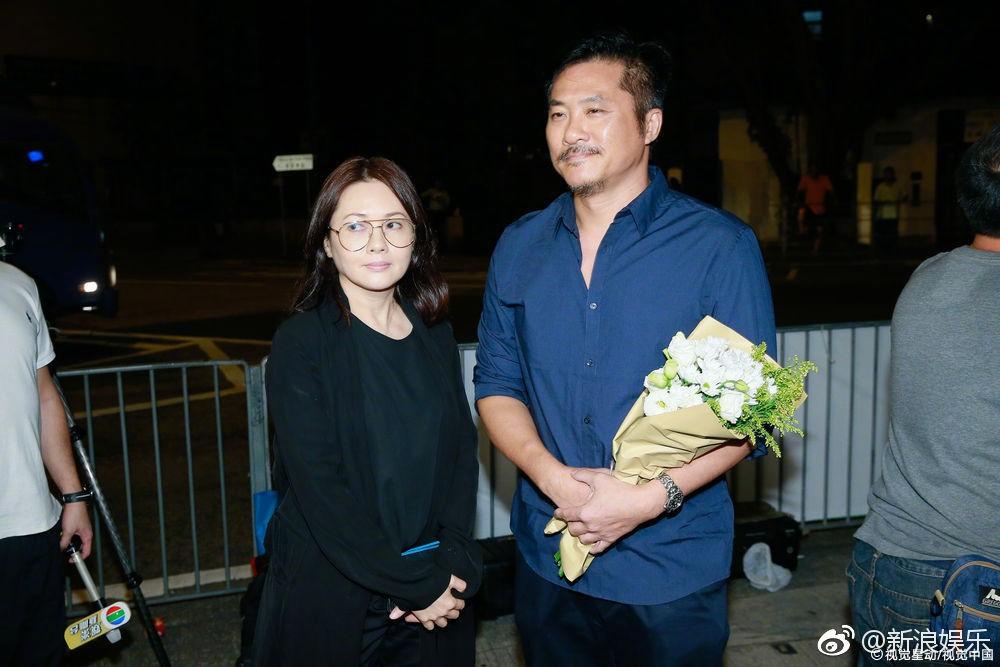 Lễ tưởng niệm Lam Khiết Anh: Trương Vệ Kiện buồn bã, chị gái lặng người trước di ảnh xinh đẹp của nữ diễn viên - Ảnh 9.
