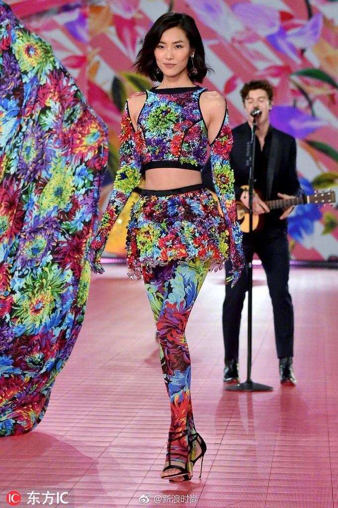 Nhan sắc và thần thái nổi bật của 4 chân dài Trung Quốc trên sàn catwalk Victorias Secret 2018 - Ảnh 3.