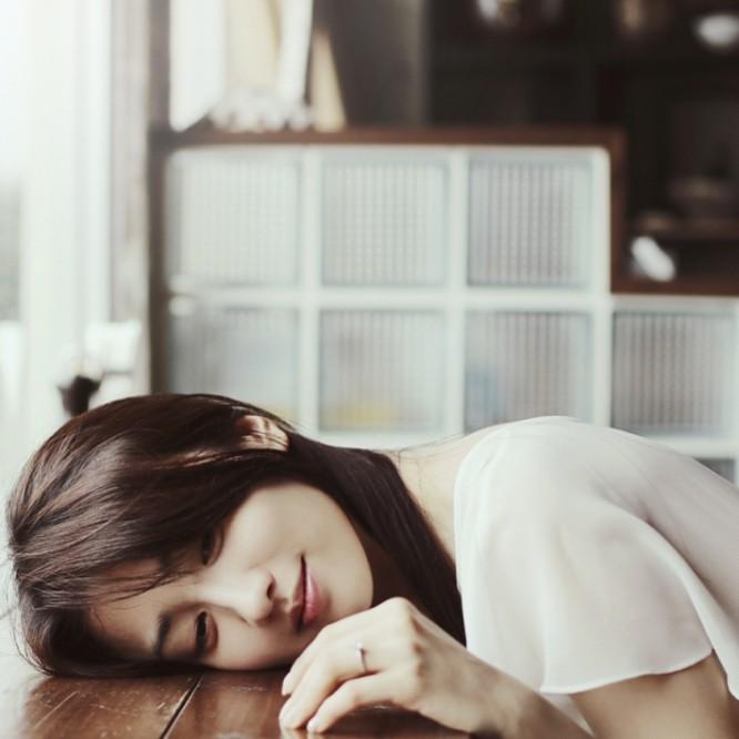 Trong khi đó, Park Ha Sun đã lên xe hoa hồi đầu năm 2017. Nửa năm sau, cô hạ sinh con gái đầu lòng, gián tiếp chứng thực tin đồn cưới chạy bầu trước đó. Sau đám cưới với soái ca Ryu Soo Young, nhan sắc của Park Ha Sun ngày càng lên hương, khiến công chúng tin rằng cô đang trải qua một cuộc sống hôn nhân hạnh phúc, không chịu áp lực