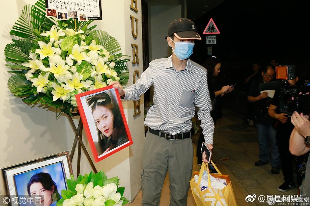 Lễ tưởng niệm Lam Khiết Anh: Trương Vệ Kiện buồn bã, chị gái lặng người trước di ảnh xinh đẹp của nữ diễn viên - Ảnh 21.
