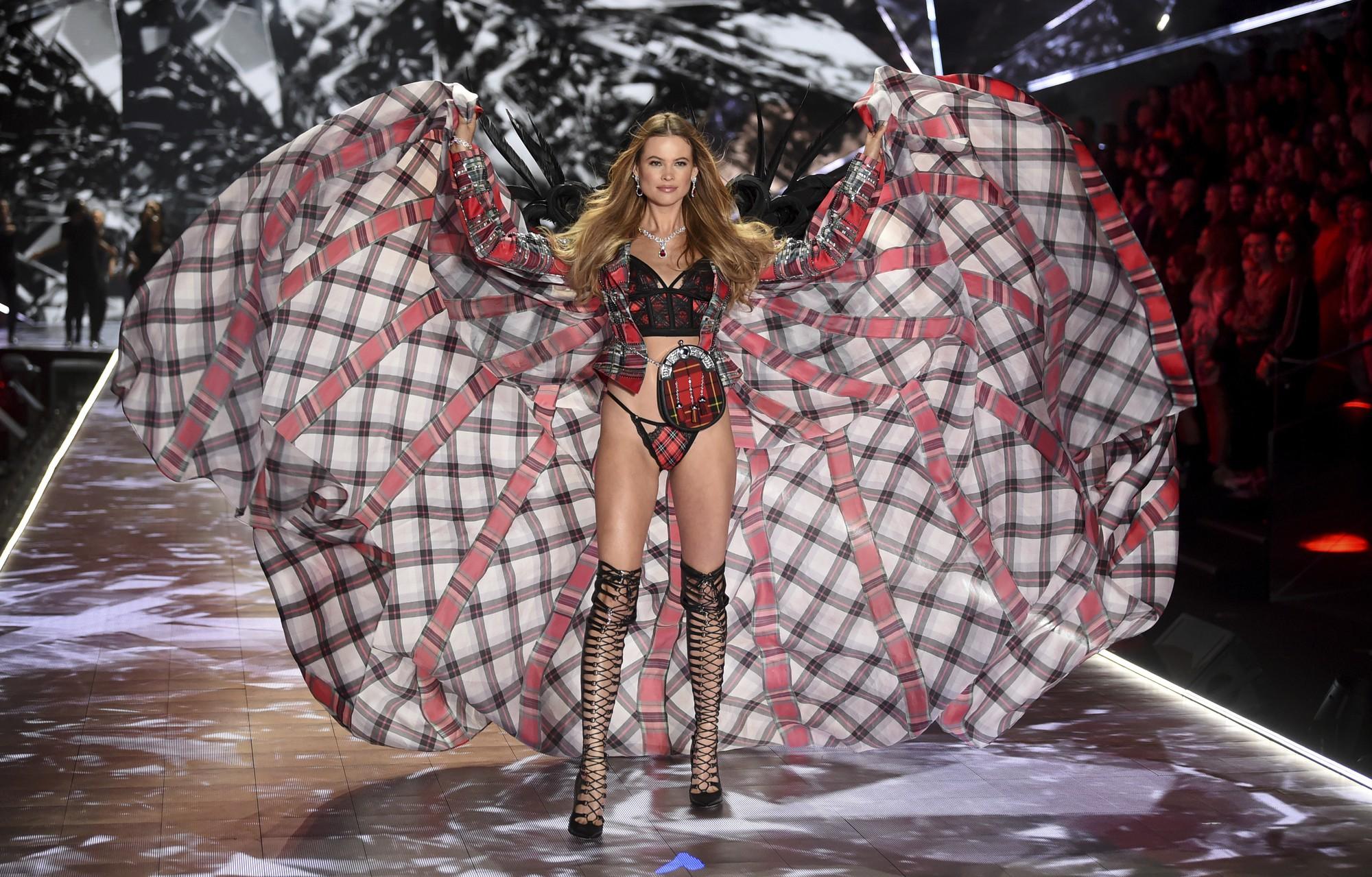 HOT: Chiêm ngưỡng những hình ảnh mãn nhãn của Victorias Secret Fashion Show 2018 - Ảnh 3.