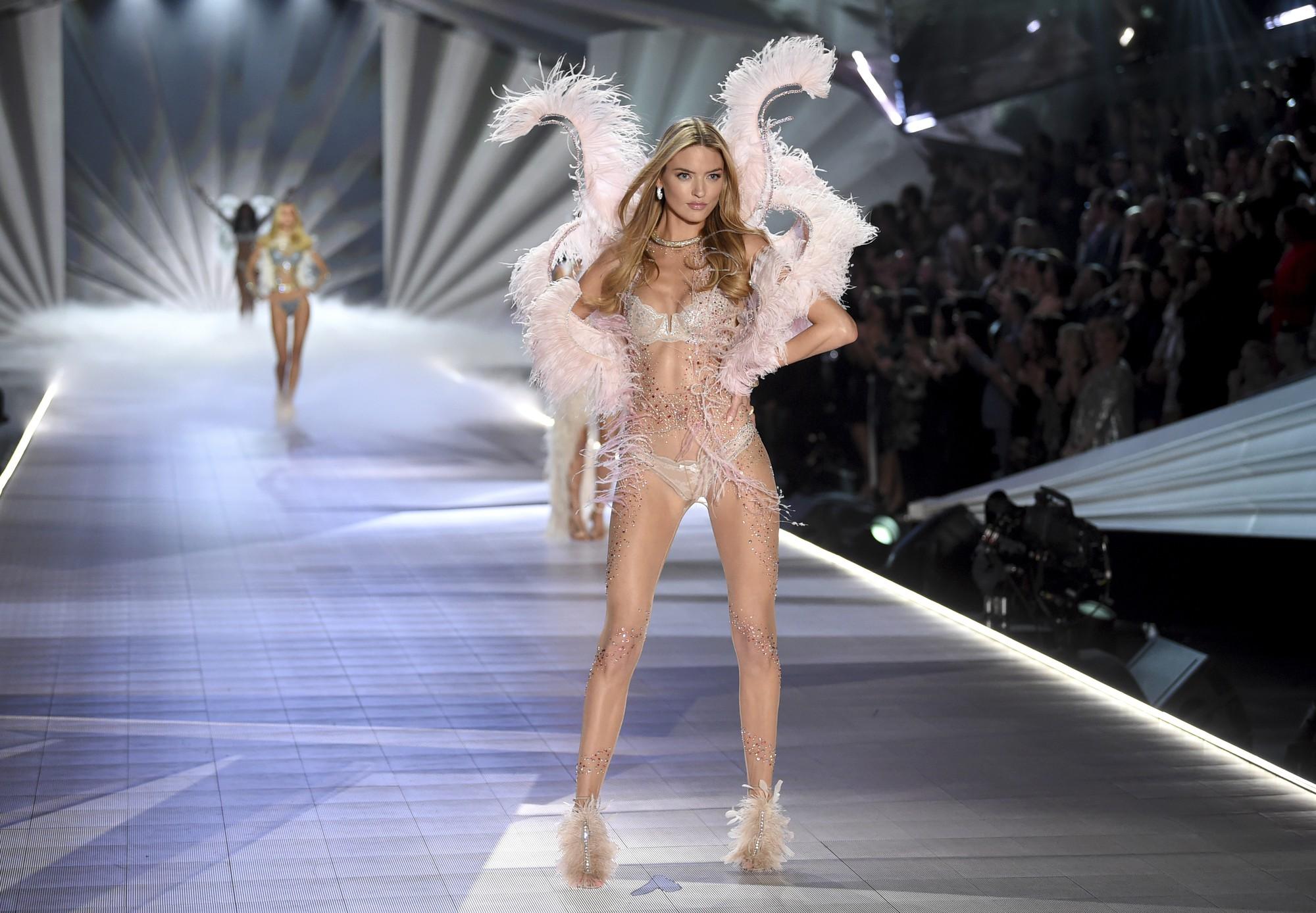 HOT: Chiêm ngưỡng những hình ảnh mãn nhãn của Victorias Secret Fashion Show 2018 - Ảnh 13.