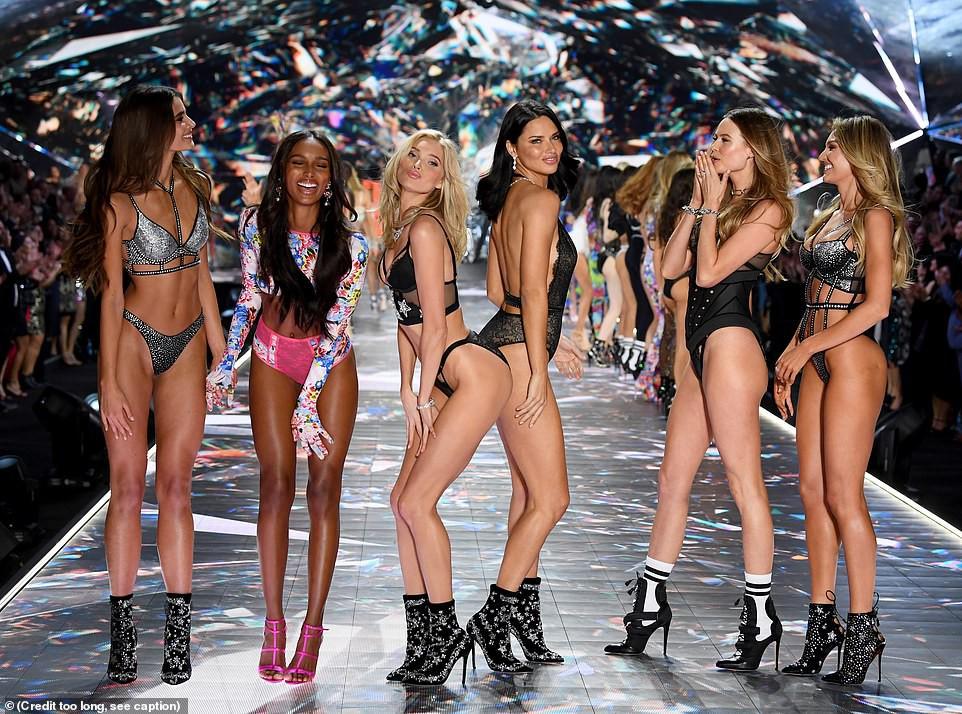 HOT: Chiêm ngưỡng những hình ảnh mãn nhãn của Victorias Secret Fashion Show 2018 - Ảnh 8.