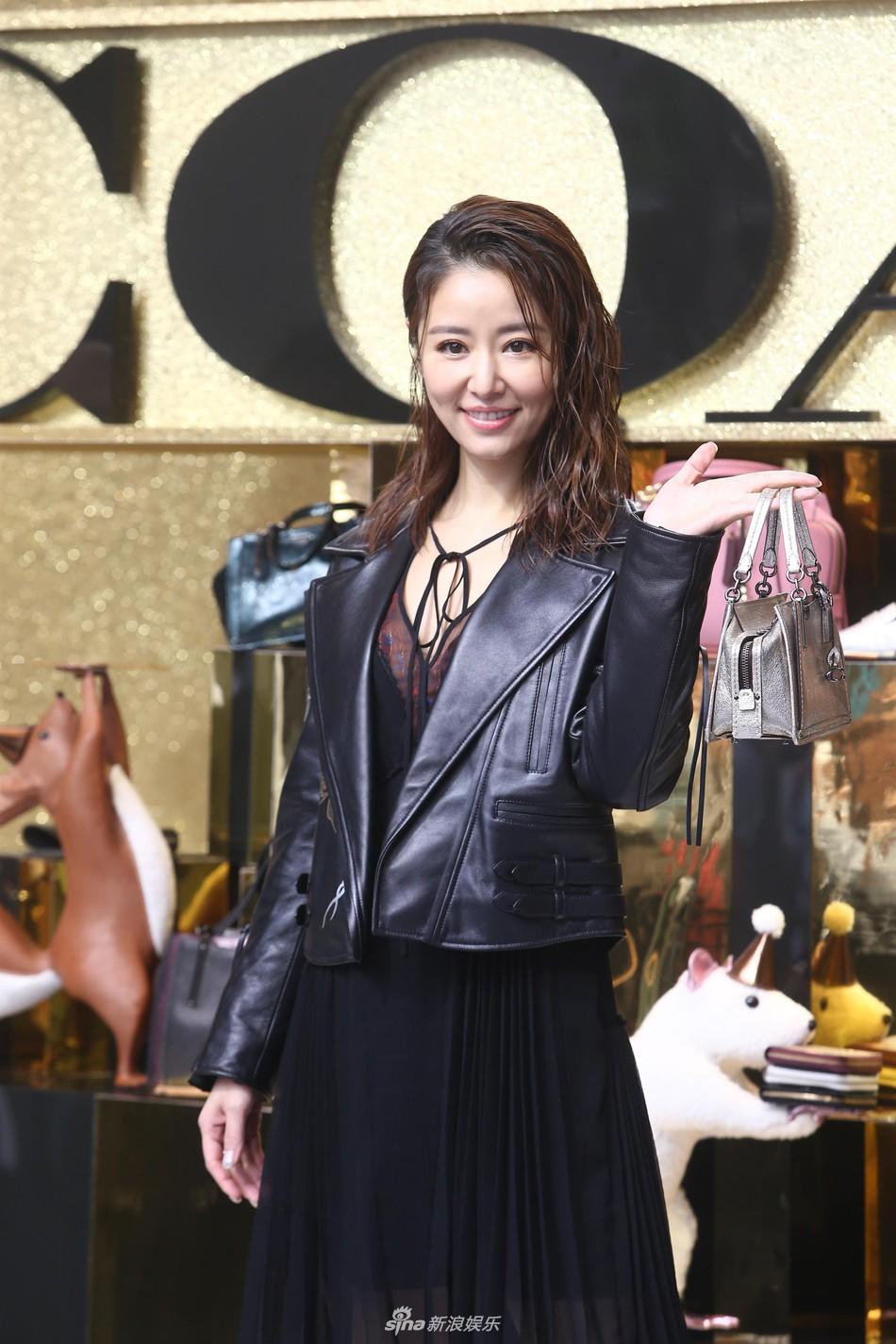 Dương Mịch - Lâm Tâm Như cạnh tranh sắc vóc: Hai bà bỉm sữa khoe chân dài tít tắp, trẻ trung như gái 18 - Ảnh 8.