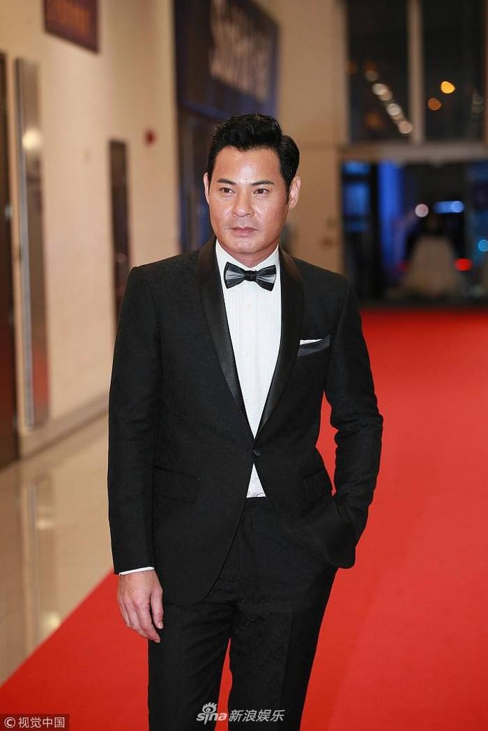 Thảm đỏ Hoa Đỉnh: Hoa hậu Hong Kong diện đầm xuyên thấu khoe body, Ngô Cẩn Ngôn bánh bèo với váy xẻ sâu - Ảnh 14.