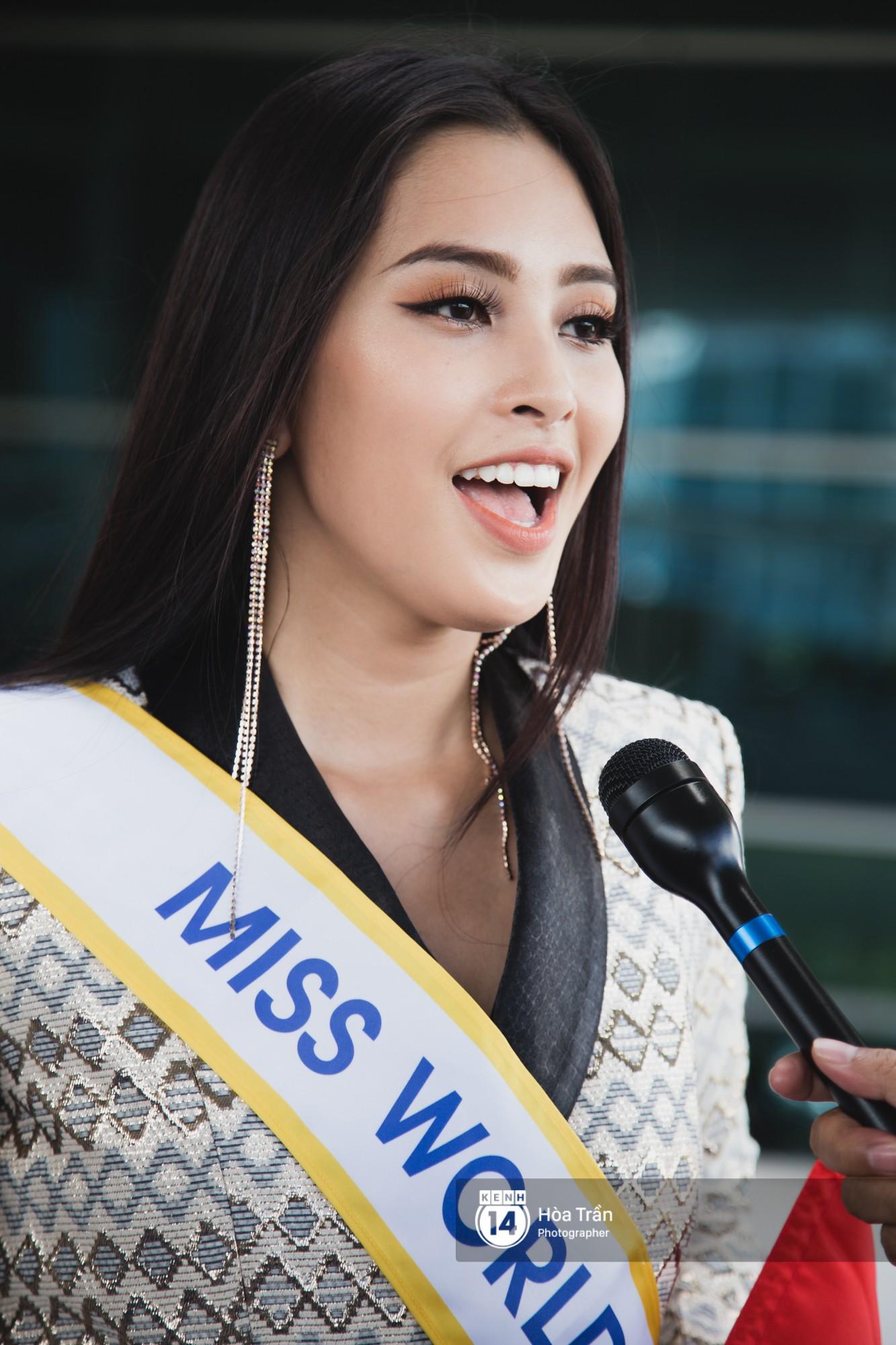 Mẹ cùng người hâm mộ tiễn Trần Tiểu Vy lên đường sang Trung Quốc chinh chiến Miss World 2018 - Ảnh 13.