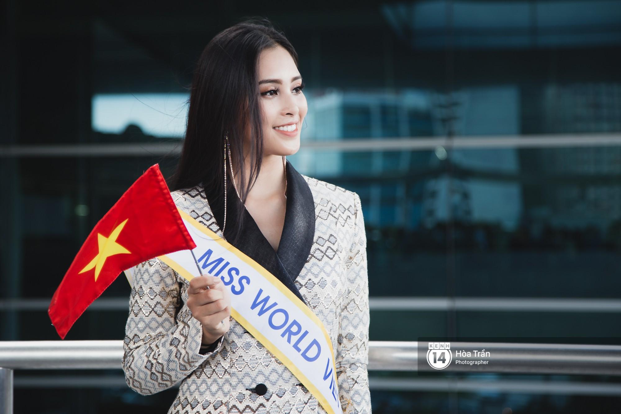 Mẹ cùng người hâm mộ tiễn Trần Tiểu Vy lên đường sang Trung Quốc chinh chiến Miss World 2018 - Ảnh 1.