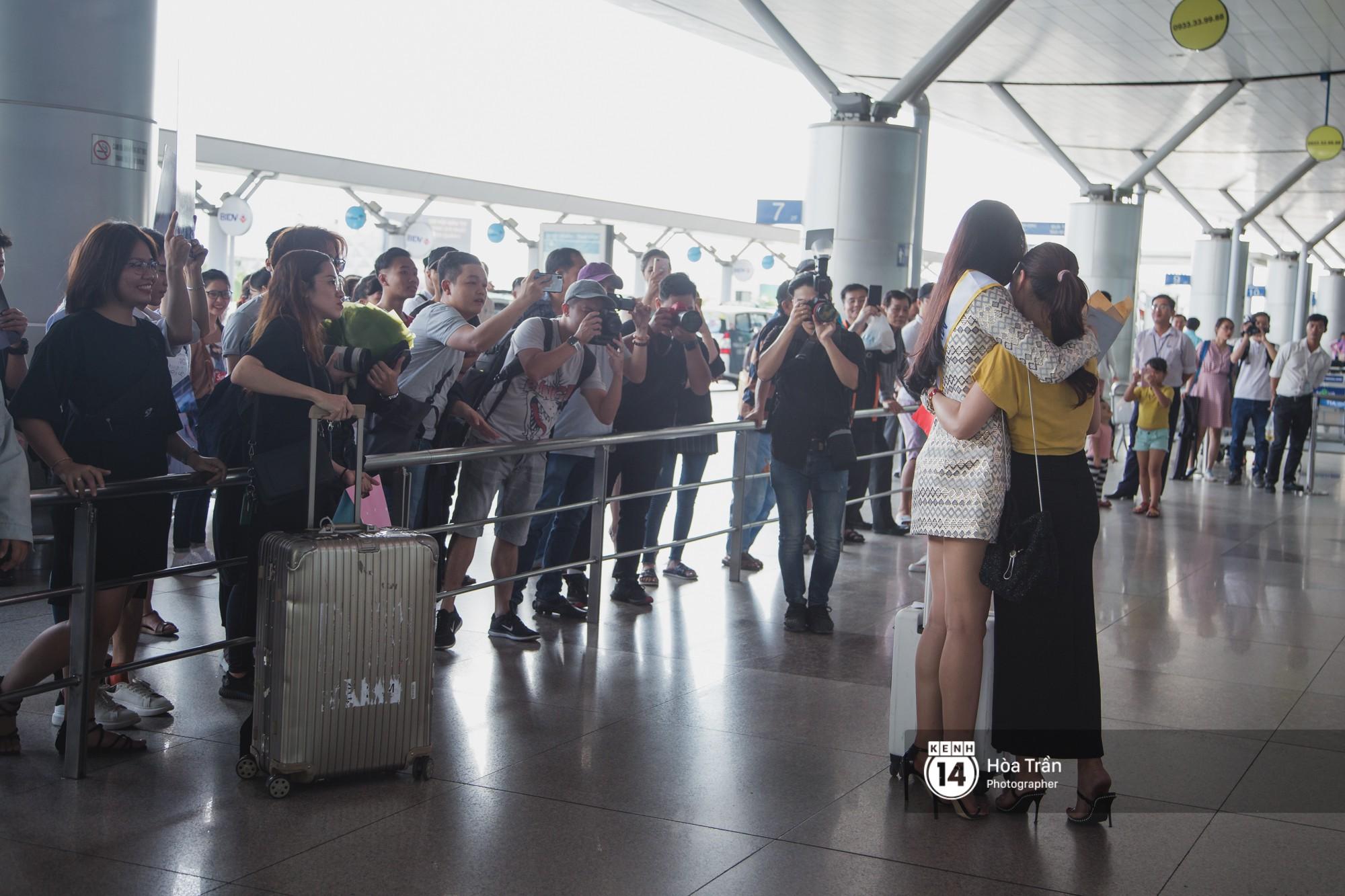 Mẹ cùng người hâm mộ tiễn Trần Tiểu Vy lên đường sang Trung Quốc chinh chiến Miss World 2018 - Ảnh 11.