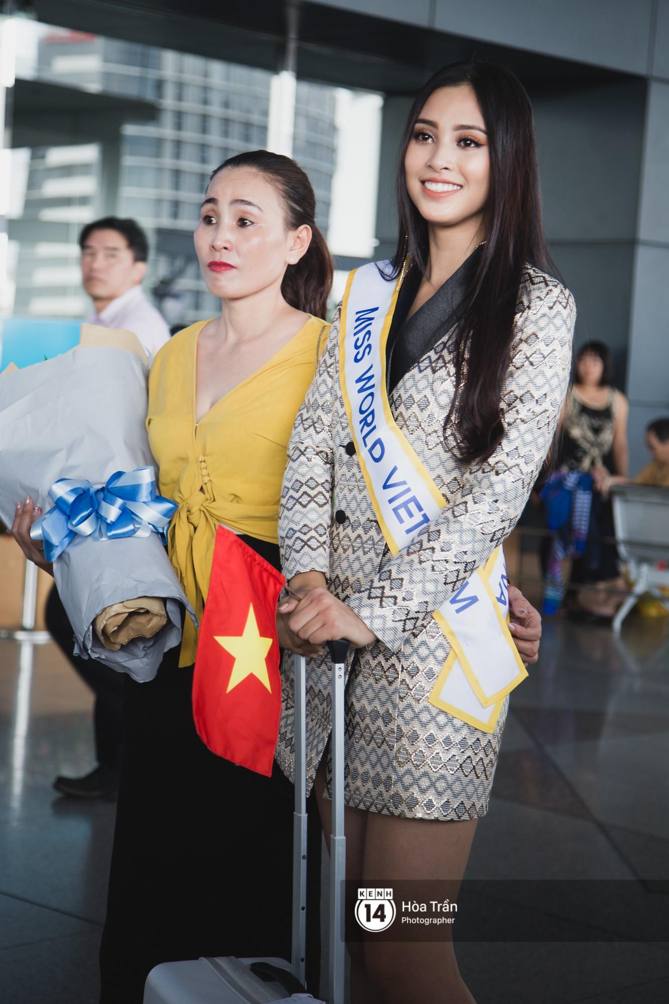 Mẹ cùng người hâm mộ tiễn Trần Tiểu Vy lên đường sang Trung Quốc chinh chiến Miss World 2018 - Ảnh 6.