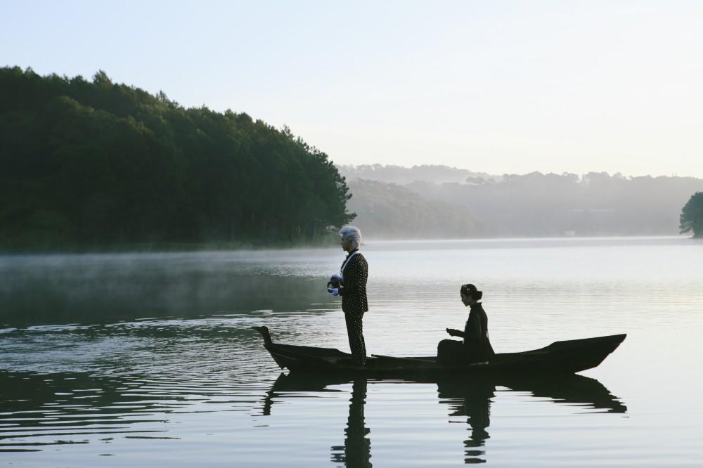 Kể chuyện tình tay ba đầy bi kịch, Nguyễn Trần Trung Quân gây bất ngờ khi gửi gắm nhiều ẩn ý trong MV đậm chất điện ảnh - Ảnh 3.