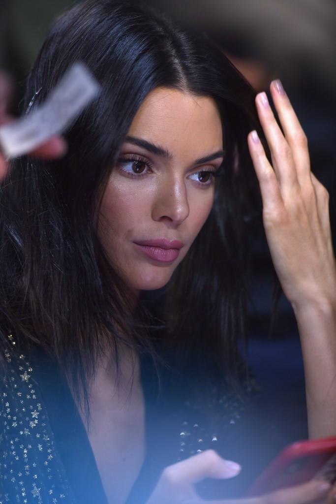 Loạt khoảnh khắc đẹp xuất thần không cần photoshop của Kendall, Gigi và Bella trong hậu trường Victorias Secret 2018 - Ảnh 6.