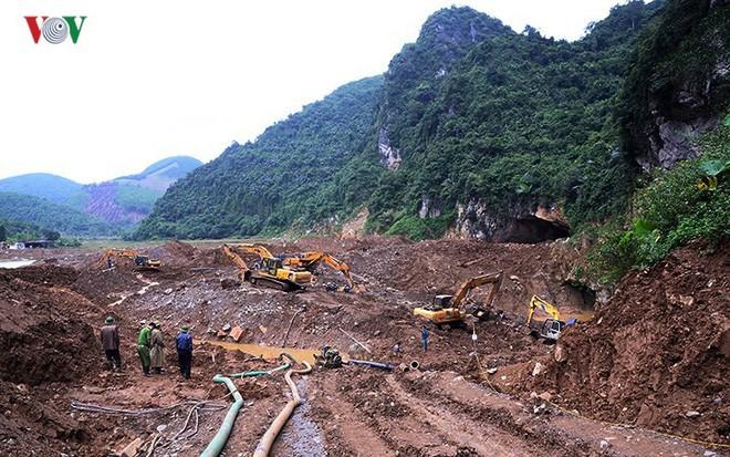 Sập mỏ vàng ở Hòa Bình: Hình ảnh cứu hộ ngày thứ 5 liên tiếp - Ảnh 2.