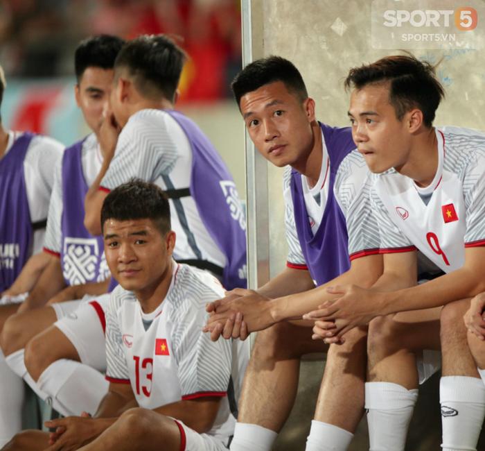 Đức Huy mắng Hà Đức Chinh té tát vì ngồi kém sang ở cabin tại AFF CUP - Ảnh 1.
