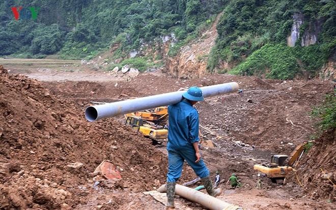 Sập mỏ vàng ở Hòa Bình: Hình ảnh cứu hộ ngày thứ 5 liên tiếp - Ảnh 11.